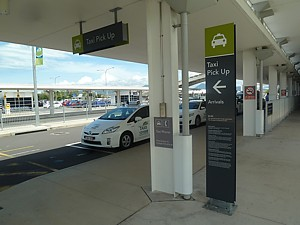 brisbane airport arrivals